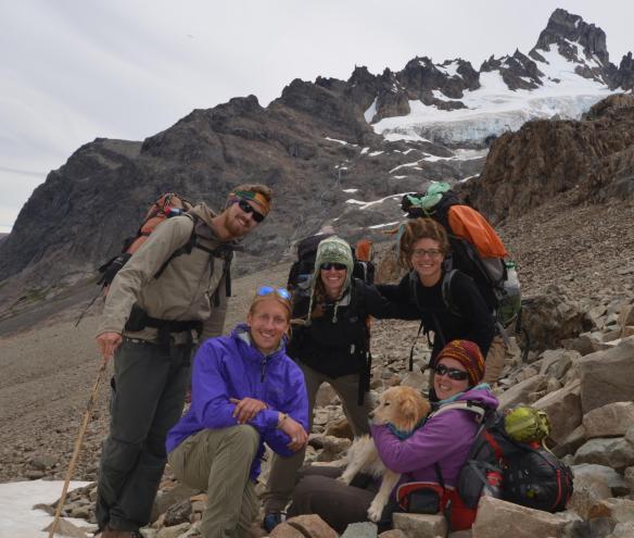 Jacob, Austin, Mollie (USA), Koty (Argentine), Ushuaïa - compagnon à 4 pattes s'étant joints à nous qqs jours, et moi-même !