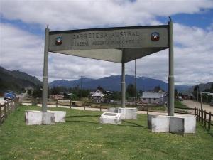 Monument à l'effigie de la Carretera Austral et d'Augusto Pinochet - Source : http://www.elciudadano.cl